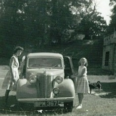 Sisters Jacquie and Linda outside Plymouth Lodge at Knole, 1959 | Photo © Jacquie Elphick & Linda Grimwood