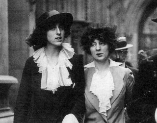 Rosamund Grosvenor (right) with Vita Sackville-West in 1913 | Photo copyright-free